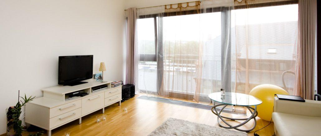 der richtige abstand zum fernseher das sollten sie beachten. Black Bedroom Furniture Sets. Home Design Ideas